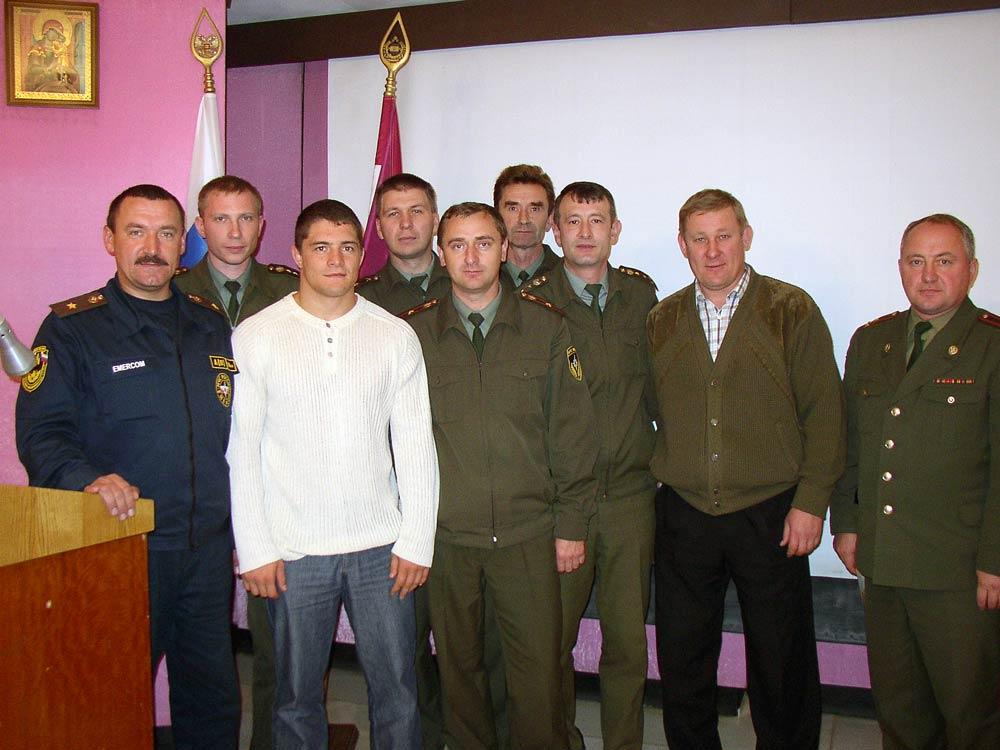 Коллективный фотоснимок с чемпионом Олимпийский игр Мишиным Алексеем