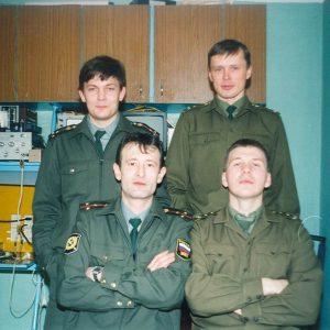Фотосъемка 2000 года (первый ряд слева на право: Кадикин Ш.Р., Планов В.И., второй ряд: Шаманаев Д.А., Земсков В.Ю.)
