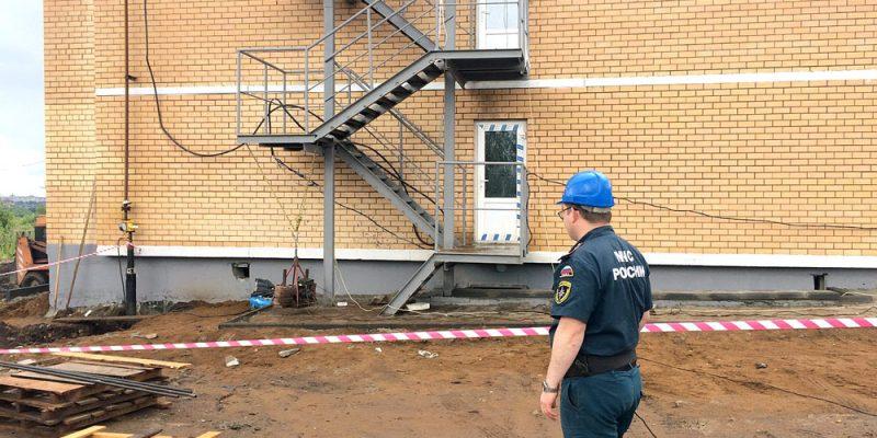 Испытание наружных лестниц и ограждений кровли